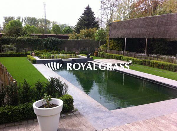 Project: Kunstgras rondom vijver met Royal Grass® Silk